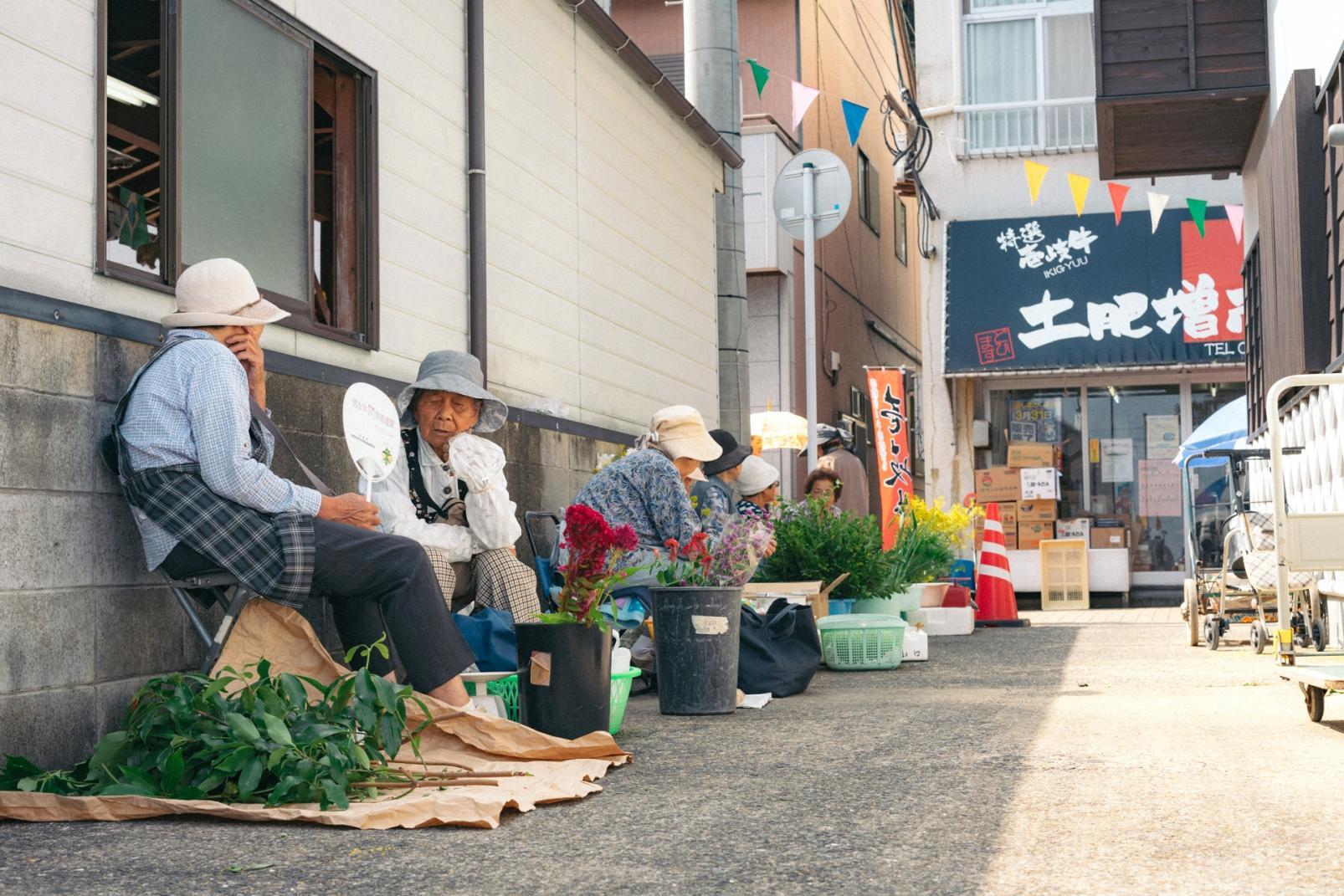 勝本朝市-1