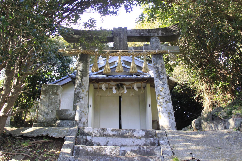 見上神社(みかみじんじゃ)-1