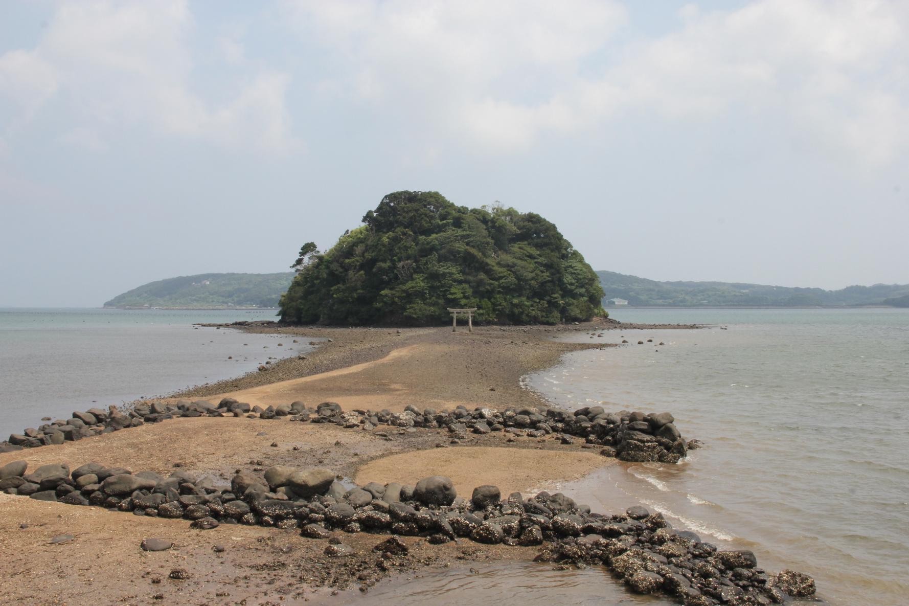海から参道が現れる「小島神社」は、人気のパワースポット!-2