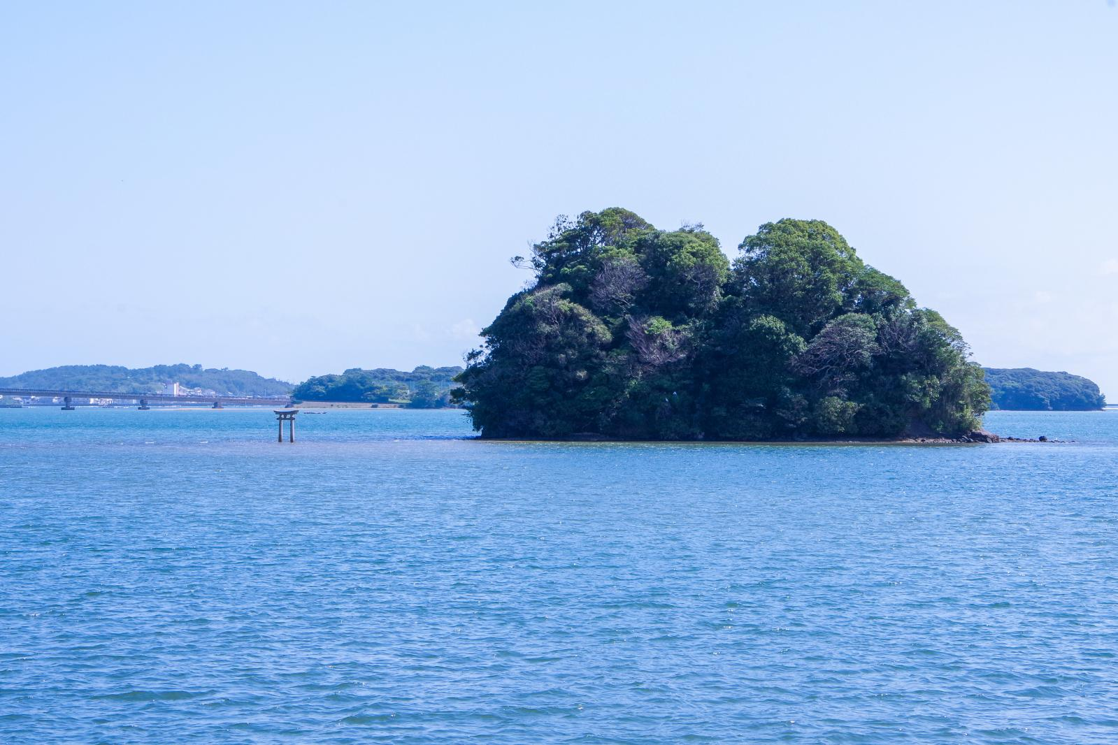 海から参道が現れる「小島神社」は、人気のパワースポット!-6
