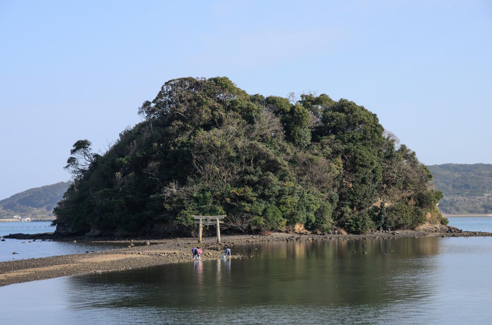 海から参道が現れる「小島神社」は、人気のパワースポット!-1