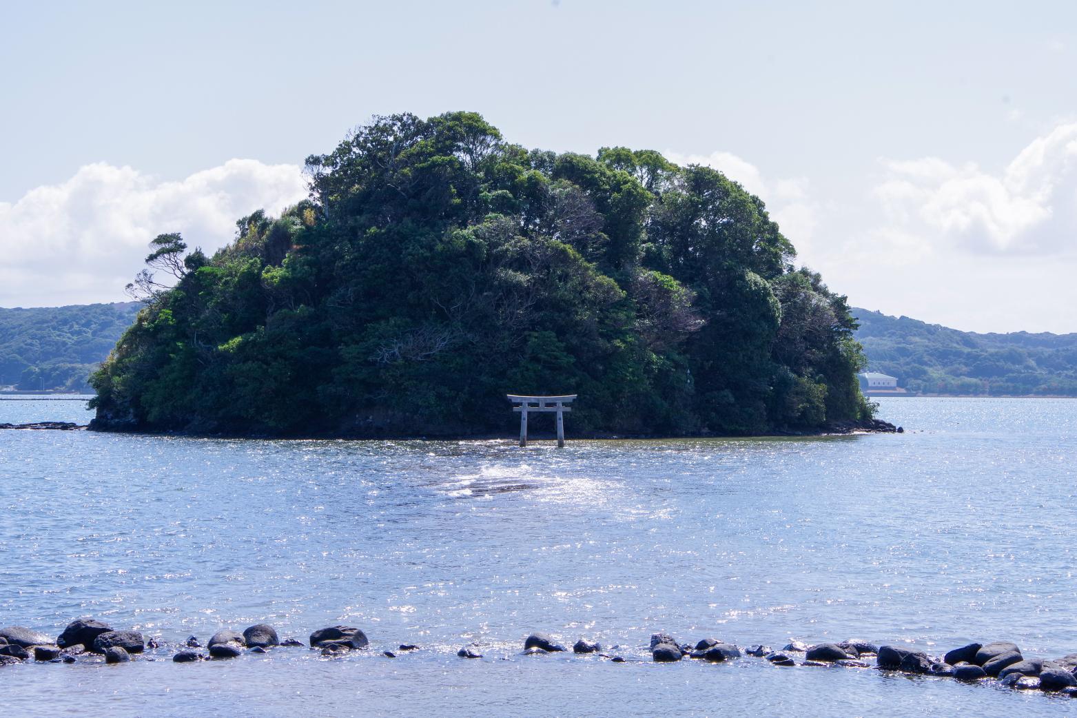海から参道が現れる「小島神社」は、人気のパワースポット!-7