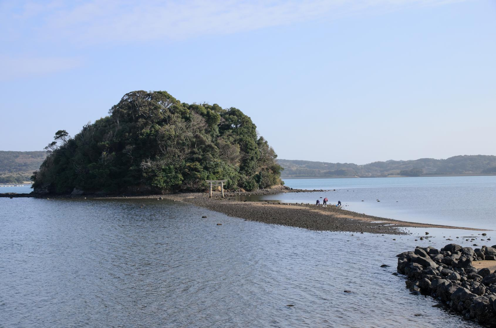 海から参道が現れる「小島神社」は、人気のパワースポット!-0