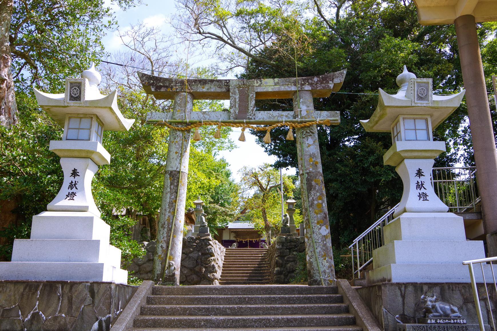 300体以上の石猿が参拝者を迎える「男嶽(おんだけ)神社」-0