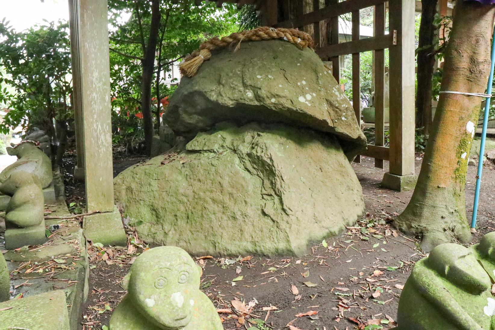 300体以上の石猿が参拝者を迎える「男嶽(おんだけ)神社」-3