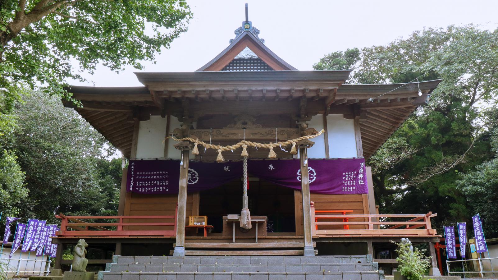 300体以上の石猿が参拝者を迎える「男嶽(おんだけ)神社」-1