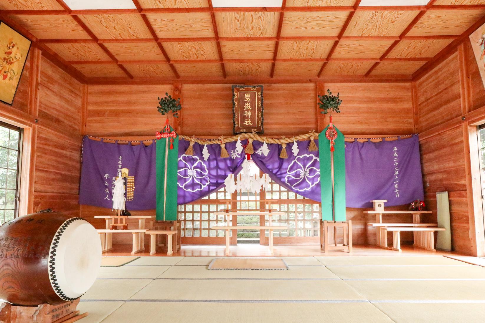 300体以上の石猿が参拝者を迎える「男嶽(おんだけ)神社」-2