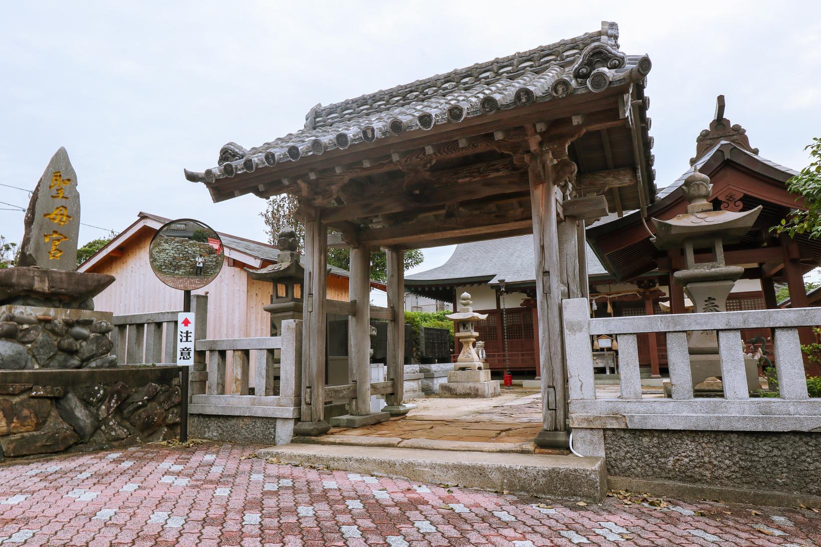 1300年以上の歴史を持つ「聖母宮(しょうもぐう)」-0