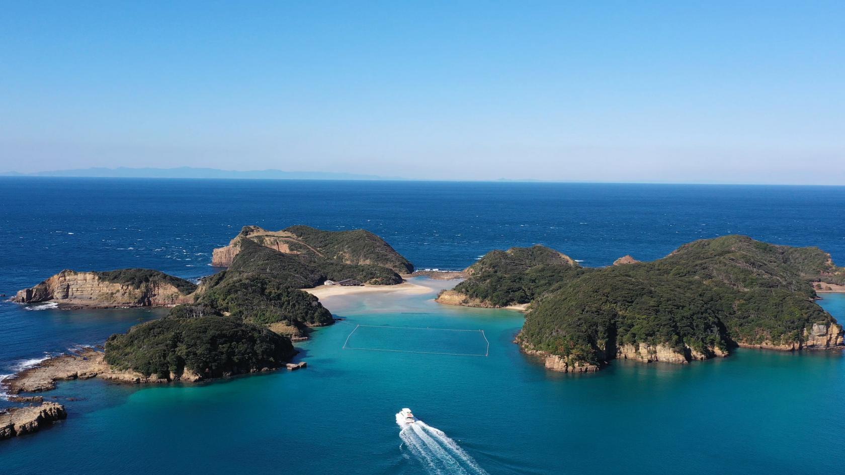 春から秋まで楽しめる、絶景スポット満載の無人島-1