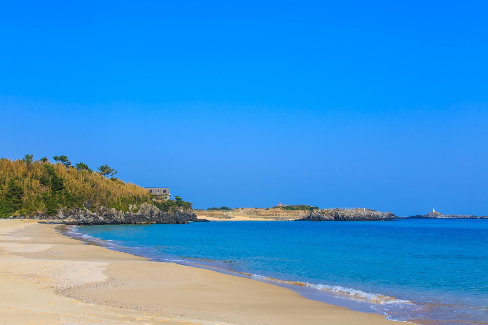 エメラルド色に輝く海や白砂のビーチを独り占め!?-3