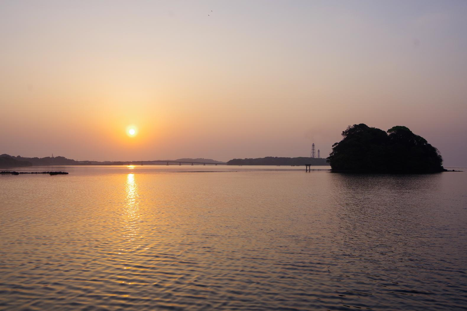 壱岐のモン・サン・ミッシェル「小島神社」で朝日を拝む-0