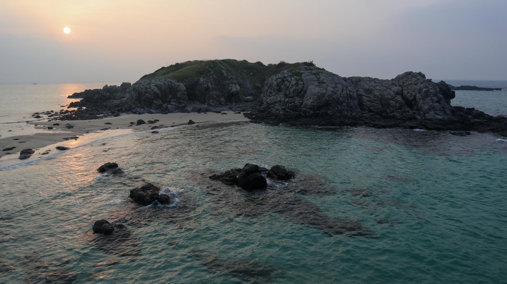 神々しい輝きに感動!!「乙島の浜」から望む朝日-0
