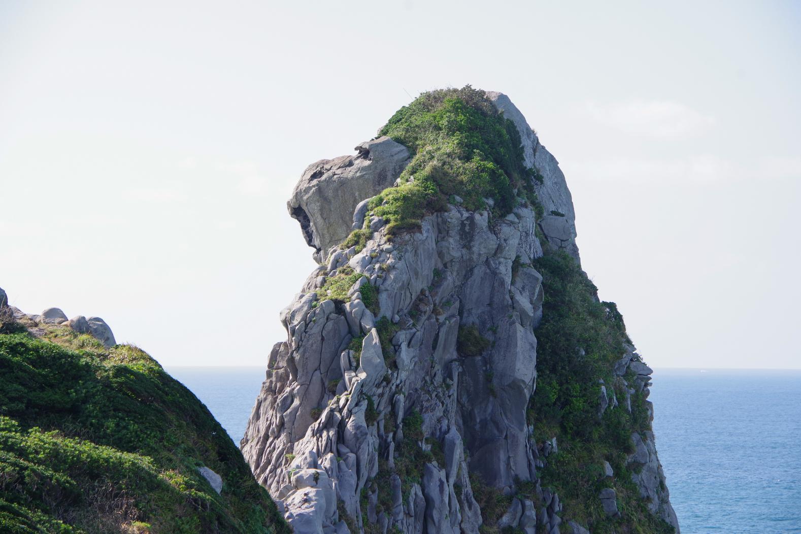 夕暮れ時は哀愁感漂う!? 壱岐のシンボル「猿岩」-1