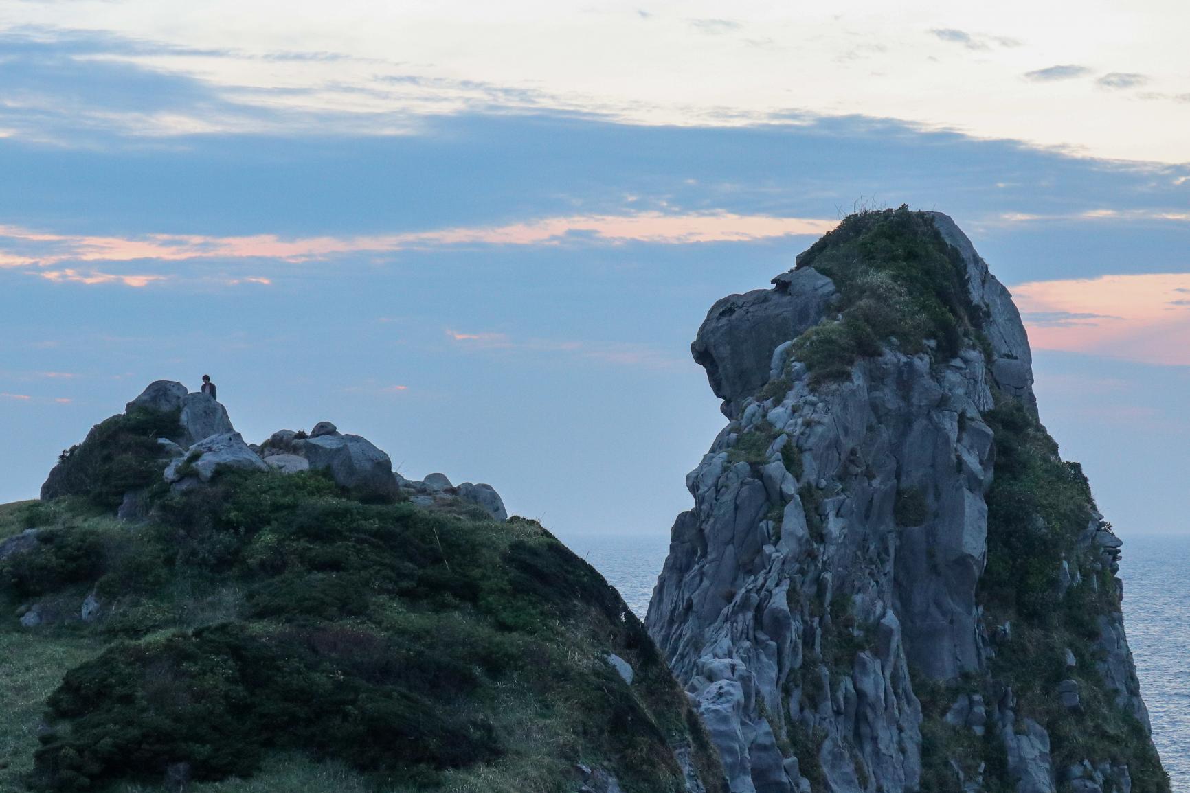 夕暮れ時は哀愁感漂う!? 壱岐のシンボル「猿岩」-0