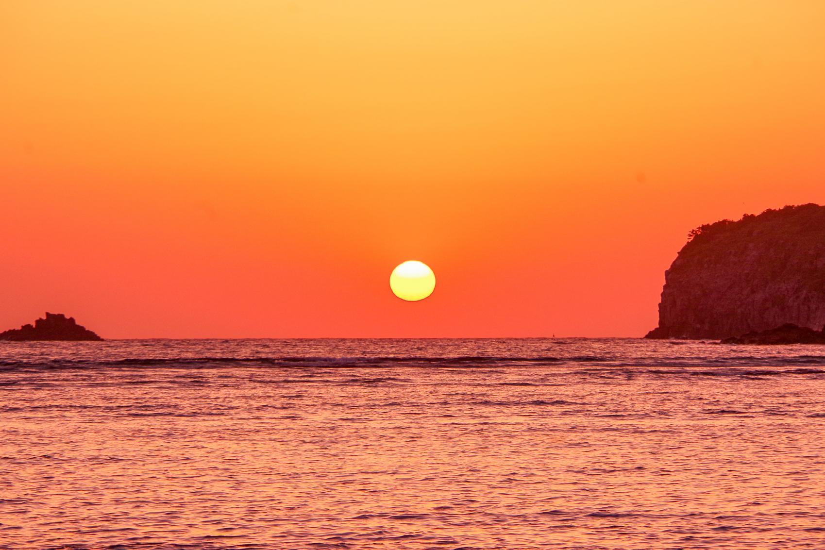 ロマンチックな夕日を見るなら「里浜海水浴場」-0