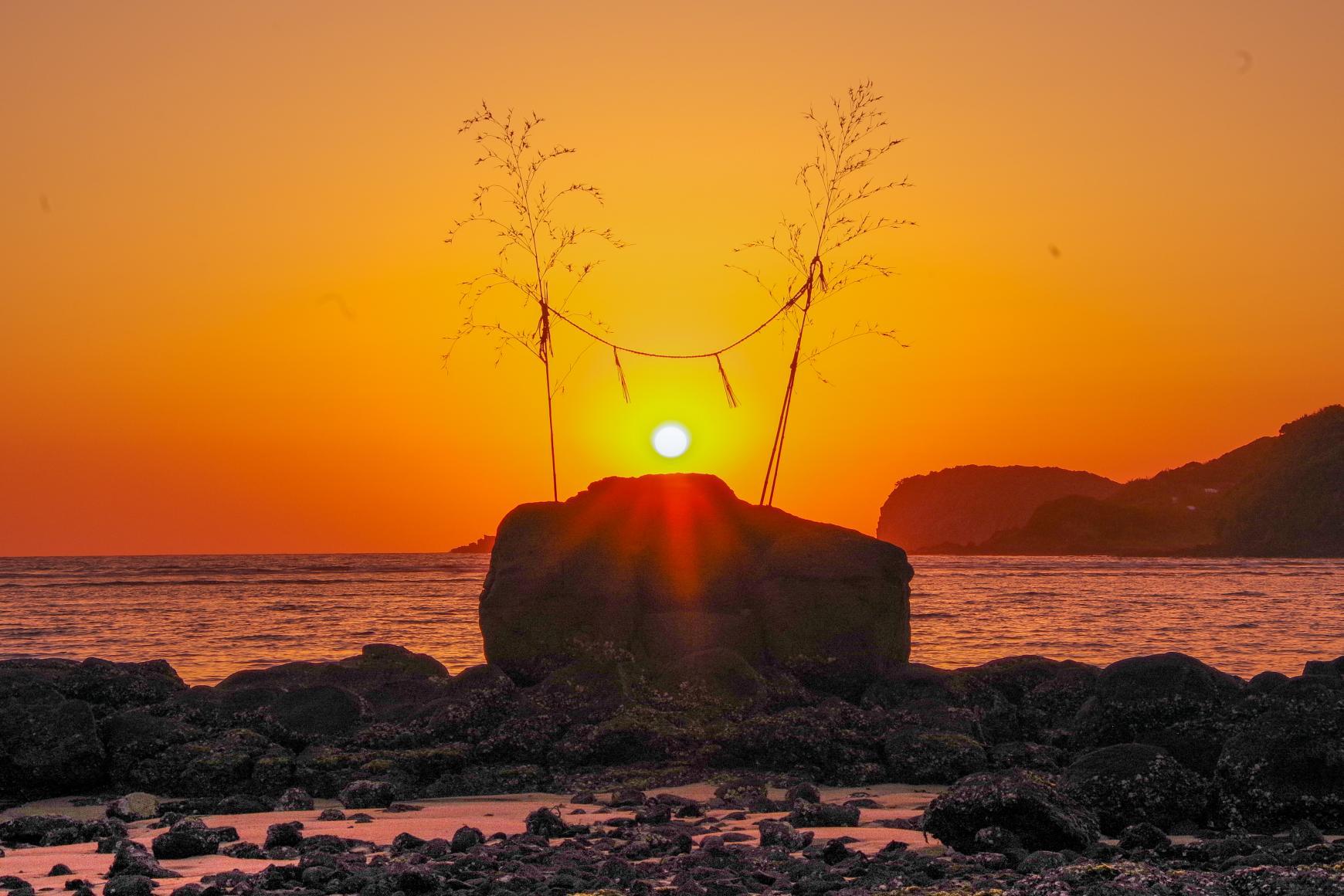 ロマンチックな夕日を見るなら「里浜海水浴場」-1