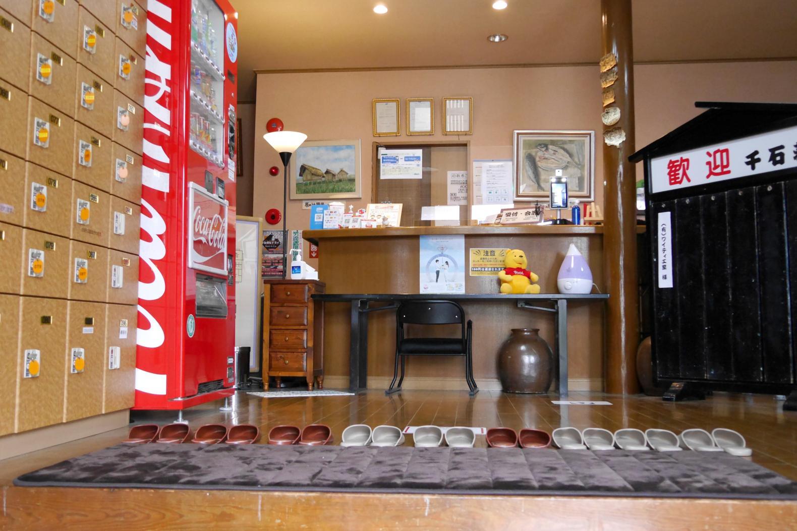外観も浴場もレトロな雰囲気 旅館千石荘-5