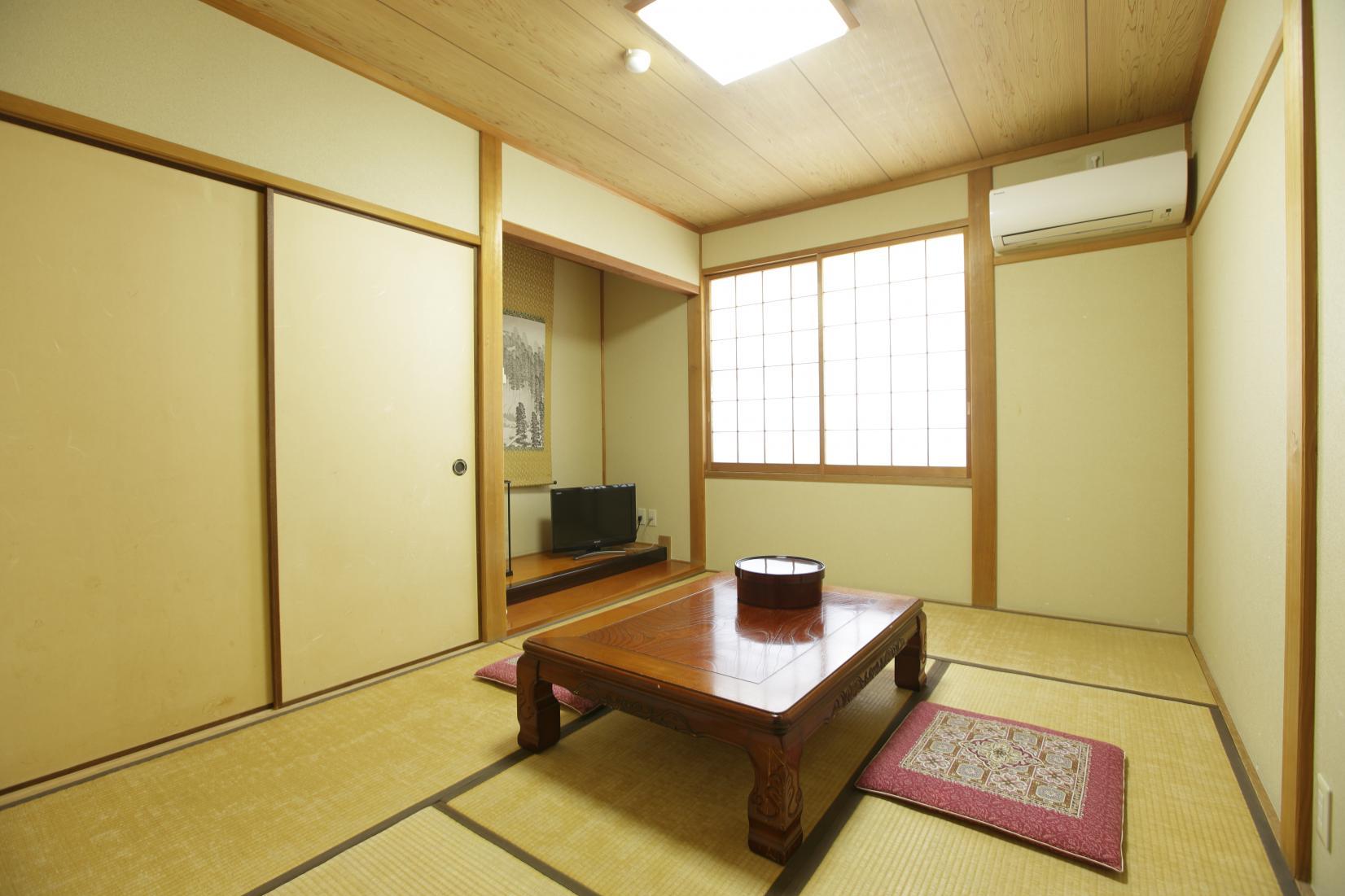 外観も浴場もレトロな雰囲気 旅館千石荘-6