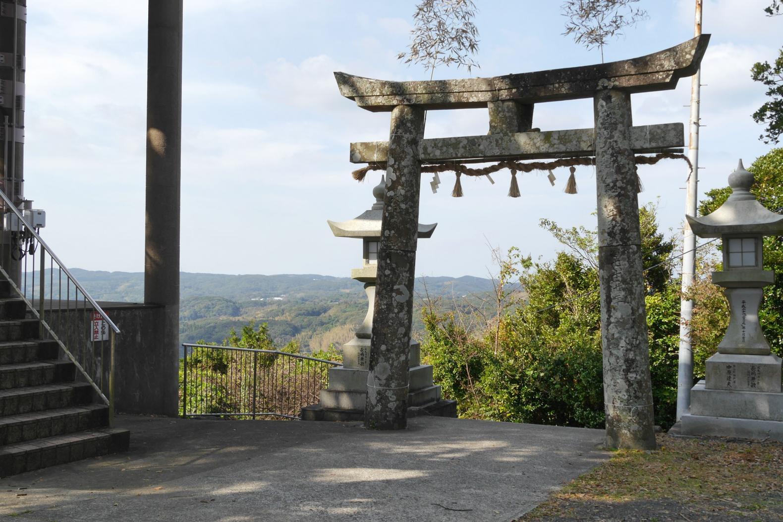 神聖な空気を味わえる男嶽神社-3