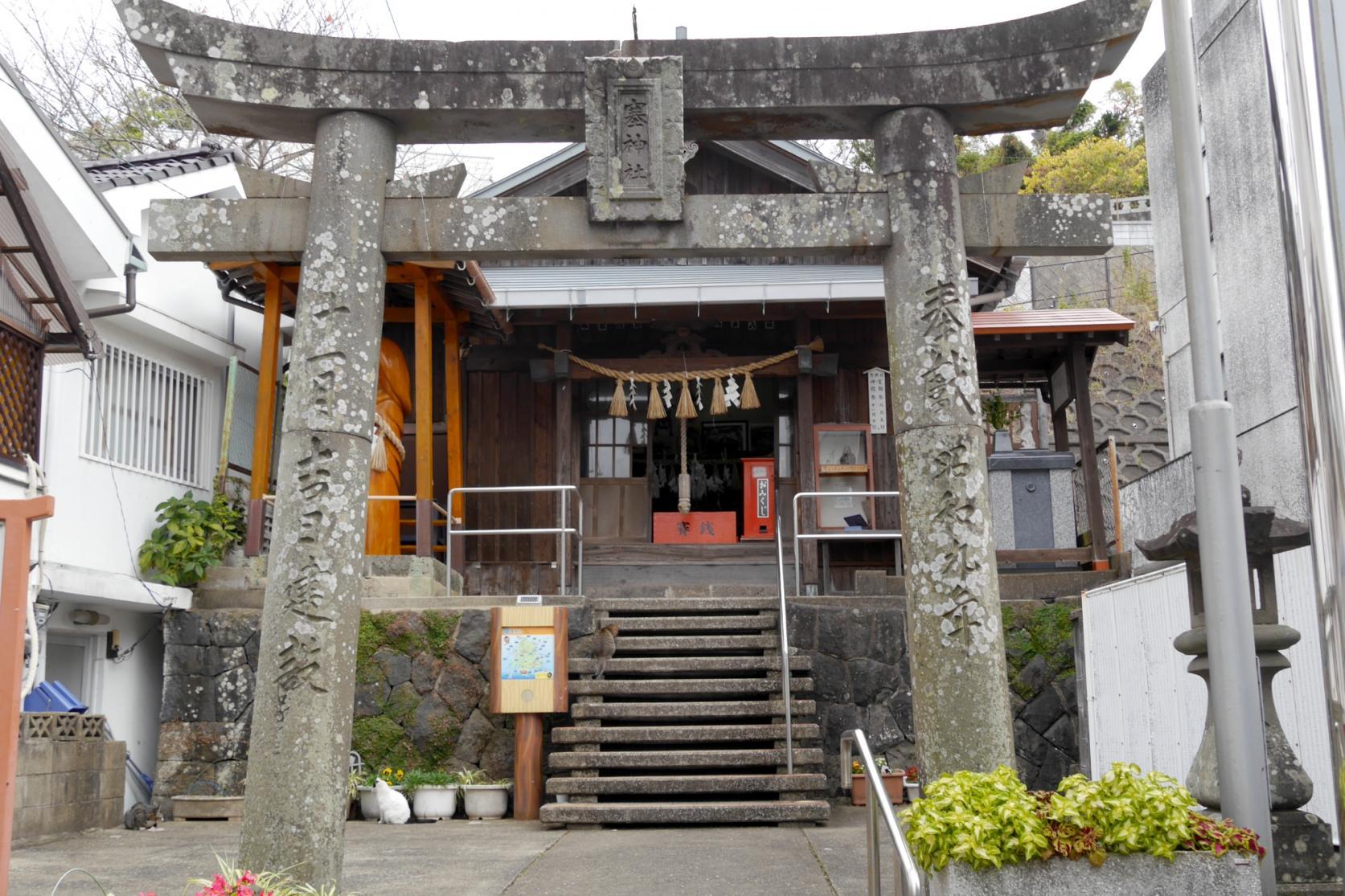 巨大なシンボルが鎮座する塞神社-1