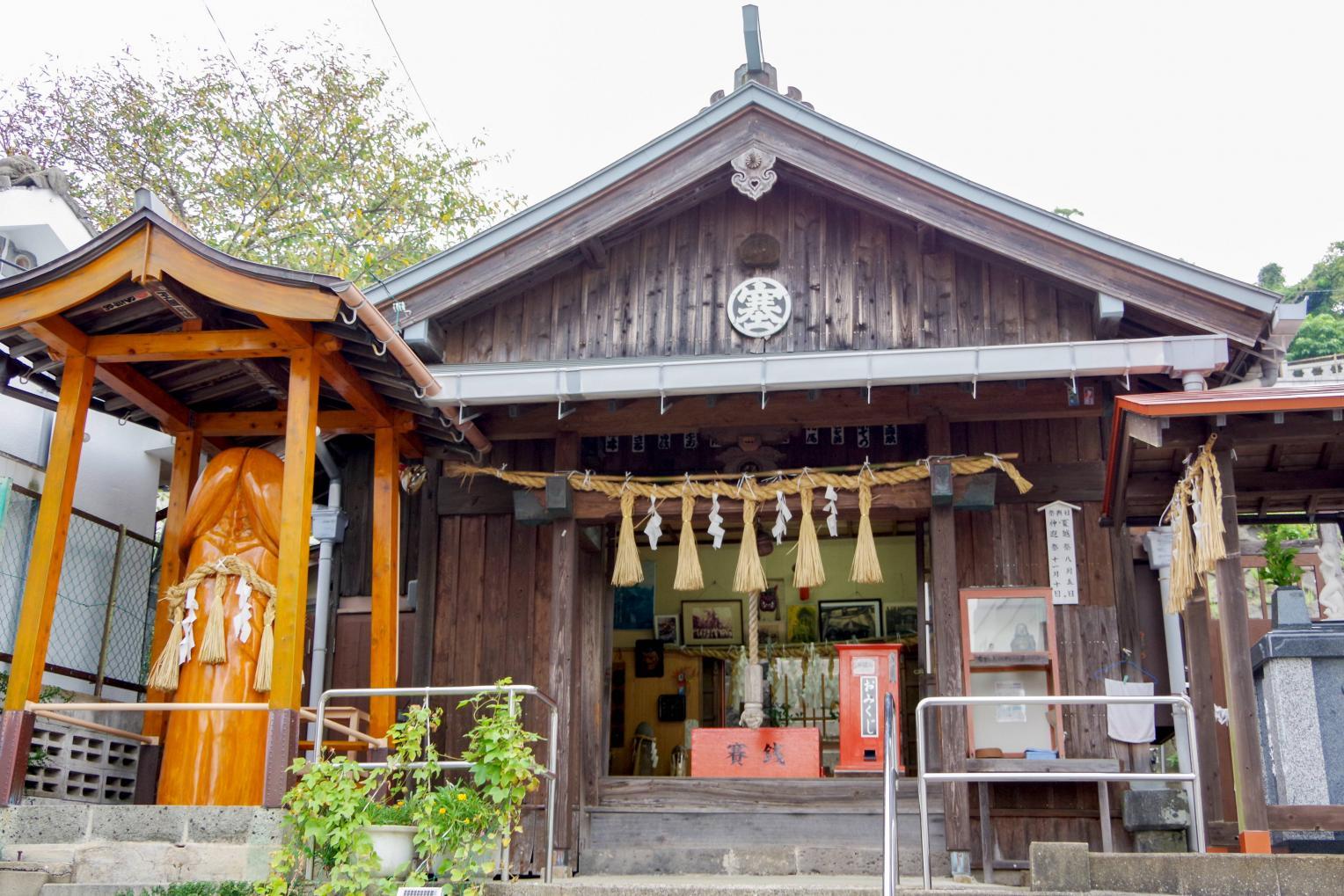 巨大なシンボルが鎮座する塞神社-0
