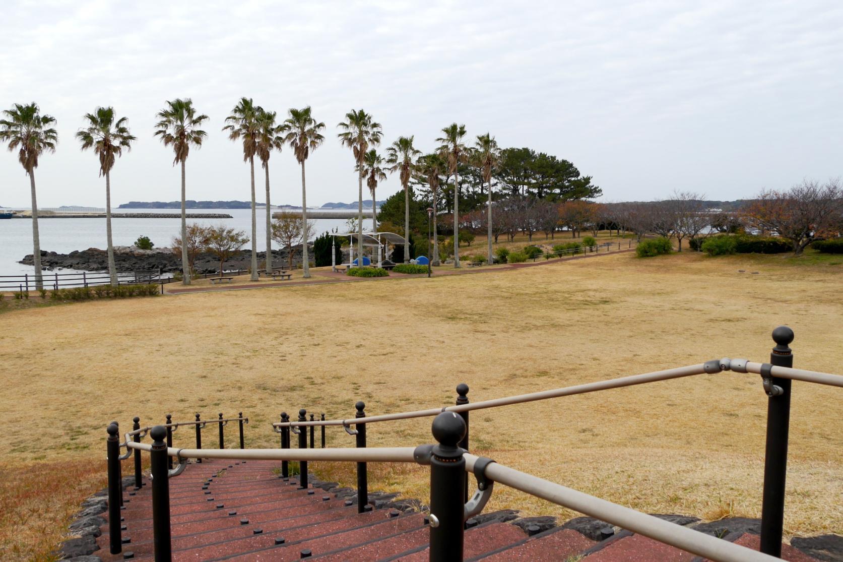 郷ノ浦港から徒歩10分ほどで行ける弁天崎公園-2