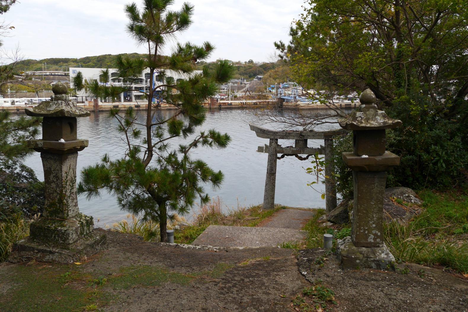 郷ノ浦港から徒歩10分ほどで行ける弁天崎公園-4
