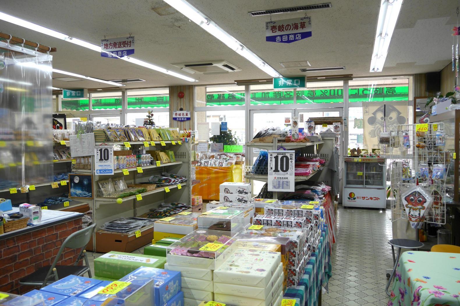 名物ご主人がいる吉田商店は、多彩な品揃えが魅力!-1