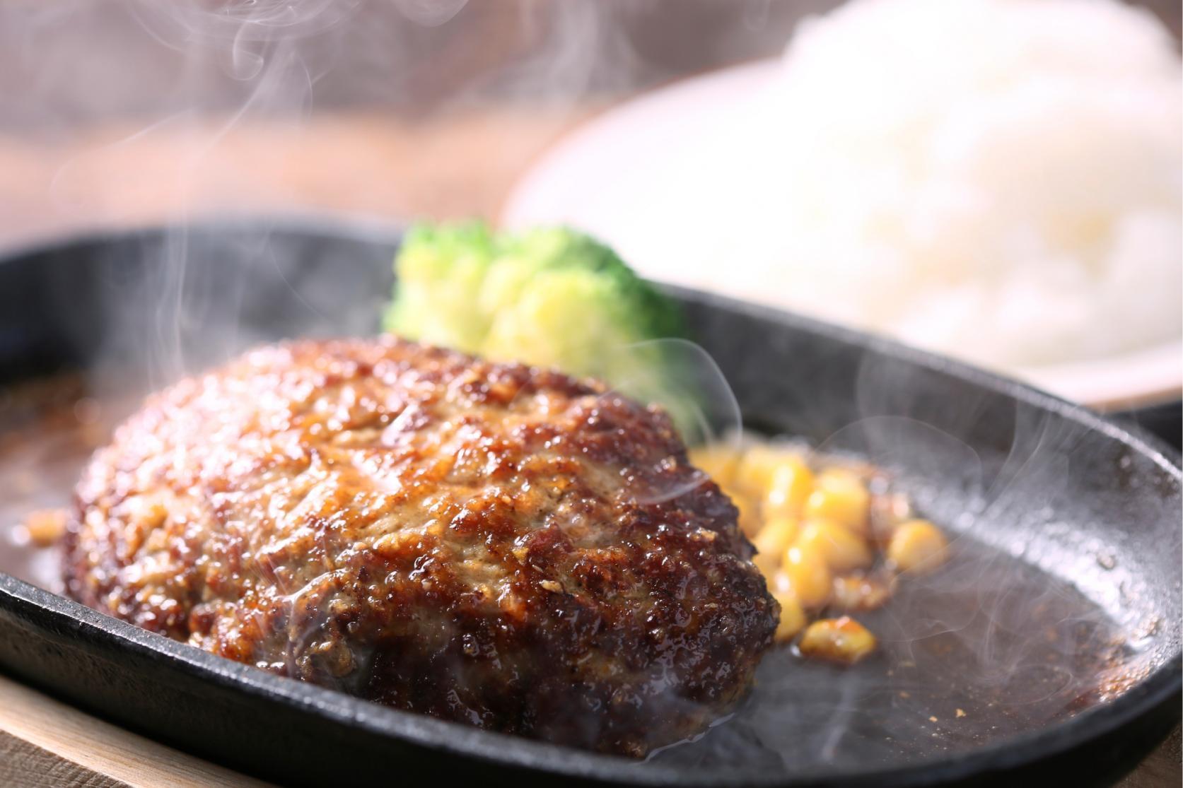 壱岐牛のステーキをアツアツの鉄板で-2