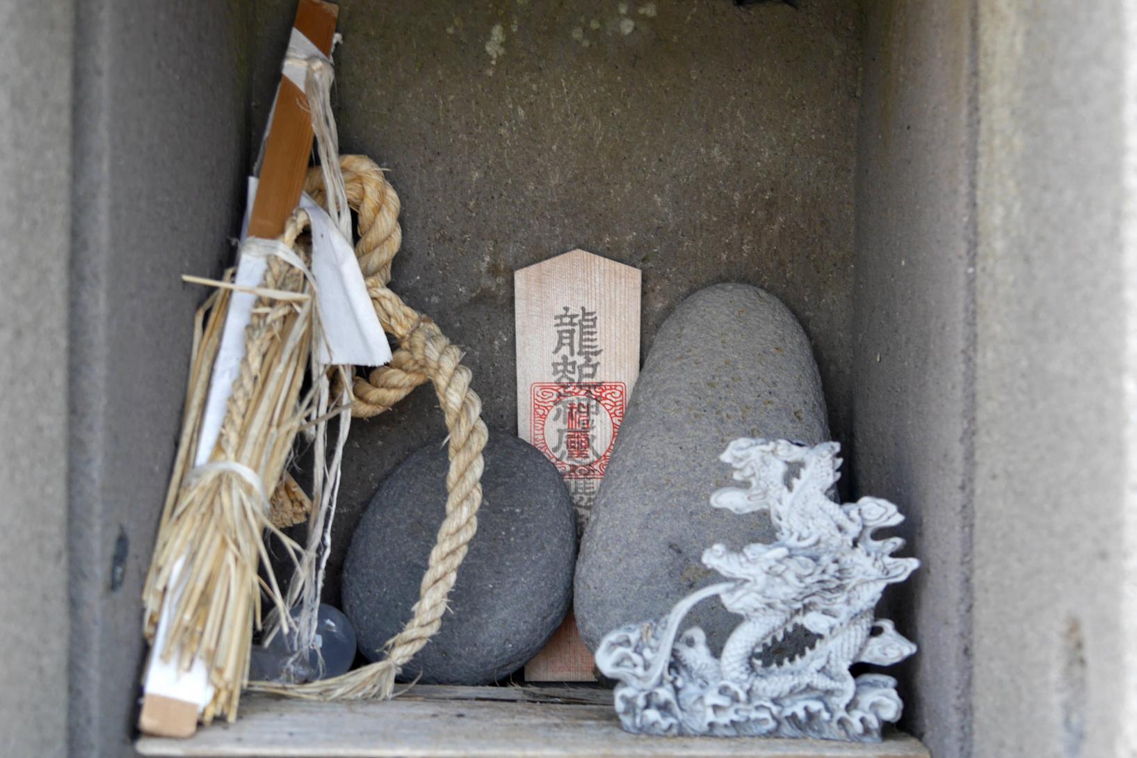 龍蛇神社(芦辺町) ~龍の背中?奇石が広がるパワースポット~-3