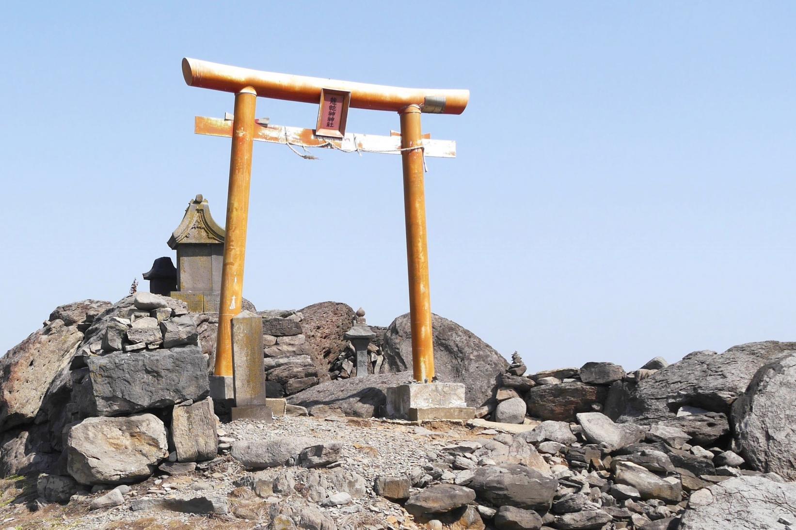 龍蛇神社(芦辺町) ~龍の背中?奇石が広がるパワースポット~-4