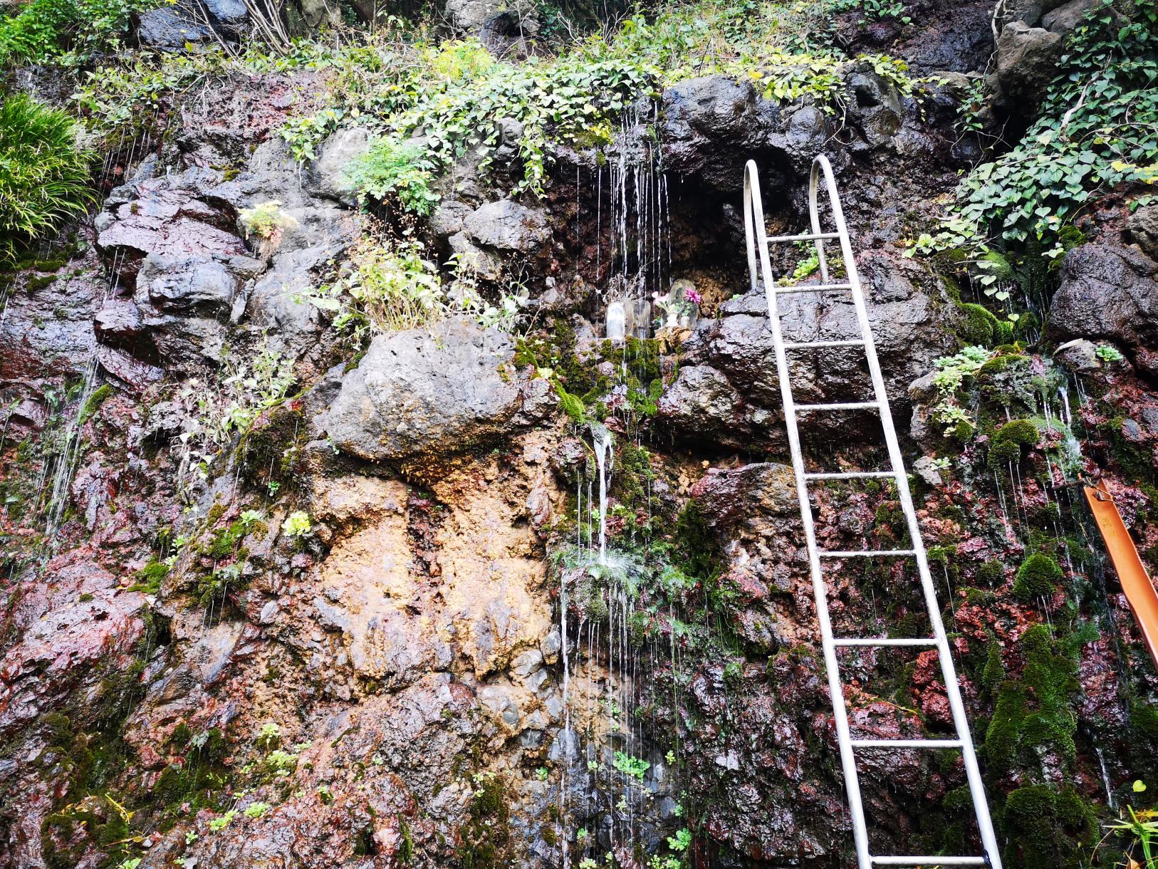 御手洗水の滝-2